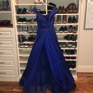 Fitted off the shoulder prom dress w/ open slit